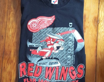 Vintage 1990s Bugs Bunny Red Wings Hockey T-Shirt
