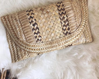 Vintage woven clutch / handwoven basket purse