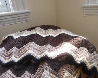 Zigzag Blanket: Classic Brown