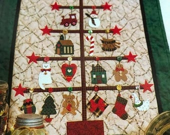 PRE-SUMMERSALE Mum's The Word Vintage Trim-A-Tree quilting pattern