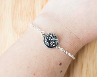 Silver druzy bracelet with silver chain and setting 17cm