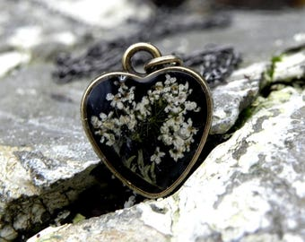 Resin locket necklace, Queen Anne's Lace Necklace, Nature Inspired Terrarium Jewelry, Real Pressed Flower Pendant,Forest Nature Lover Gift