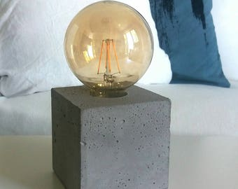 "Table lamp ""Willi"" made of gray concrete, cube"