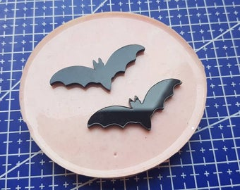 Flexible silicone mold 2 shiny bats!