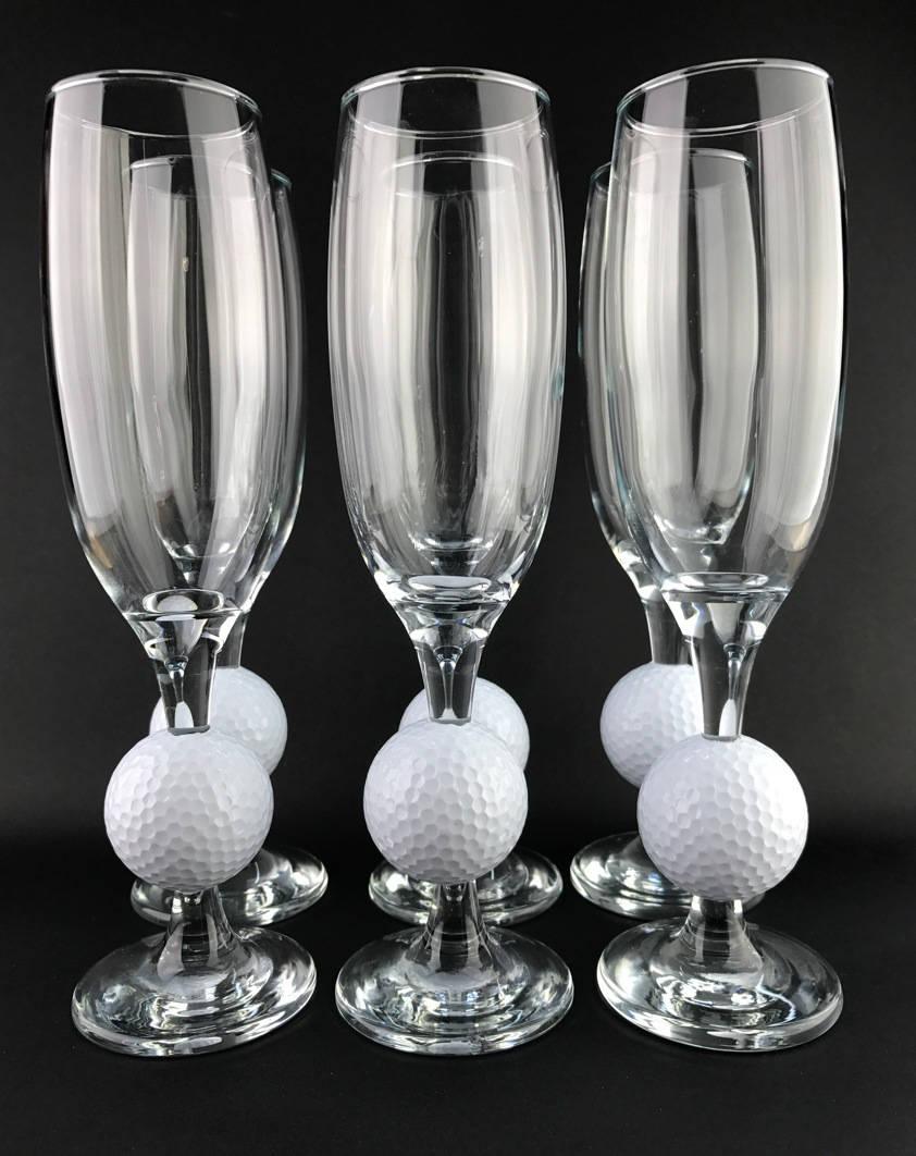 balle de golf dans le pied d 39 une coupe de champagne. Black Bedroom Furniture Sets. Home Design Ideas