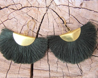 Fringe earrings. Gypsy earrings. Boho chic earrings. Boho chic jewelry. Pending boho chic.