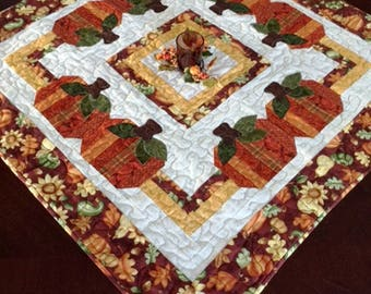 Quilted Pumpkin Table Topper, Quilted Fall Centerpiece, Fall Quilt, Autumn Quilt, Quilted Thanksgiving Table Topper, Quilted Harvest Topper