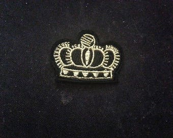 gold crown 4*3cm  Embroidered Applique Sew On/iron on   Patch  go212