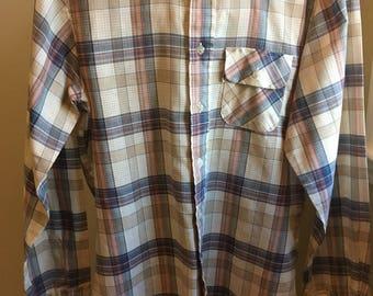 Levi's 1970s Panatela white tab plaid button up shirt! Size medium.