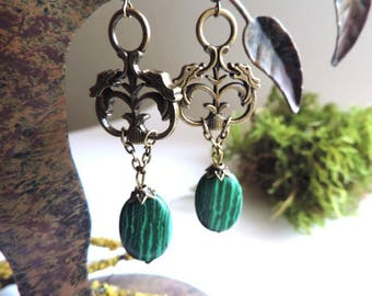 Semi-precious Earrings: baroque pendant, malachite bead.