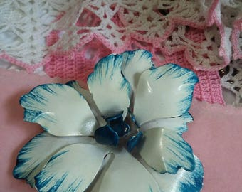 Beautiful Vintage enamel flower brooch blue and white