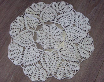 Round doily, white, handmade with crochet, diameter 32 cm