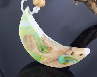 Wood resin necklace/resinpainting/ornate resin wood necklace/Mond in great colors/Necklace Moon/gift idea/epoxy resin/Epoxy