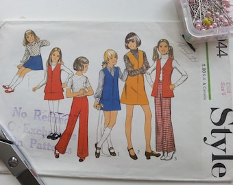 Girls Pants Pattern Vest Dress Vintage Style 1970's School Retro Costume Stage Screen