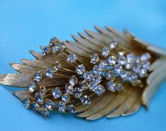 "Vintage Gold Tone Clear Rhinestone Flower Brushed Leaf Brooch/Pin 3.50"""