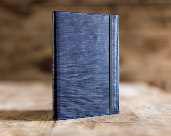 2018 weekly planner in Navy Blue Epi leather, the perfect Christmas gift. Agenda 2018, diary in leather. Made in Italy.