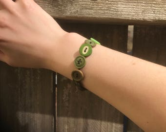 Green Stretchy Button Bracelet