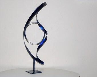 sculpture abstrait bleu en métal,art métal,déco métal,