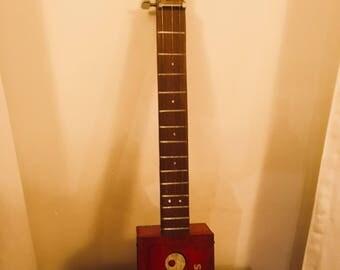 Cigarbox Guitar - Oxo box that rocks