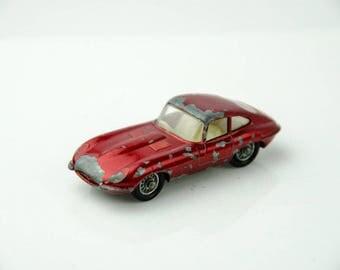 Vintage Matchbox Lesney E Type Jaguar Diecast Car #32 - Red