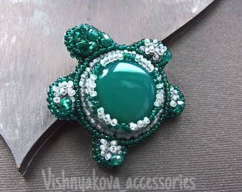 Green Brooch turtle with Agate
