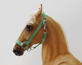 Adjustable Breyer Model Halter w/Lead Rope