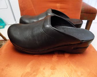 Nice Pair of Lands End Nursing Clogs in Black Size 11 B Little to No Wear See Pics