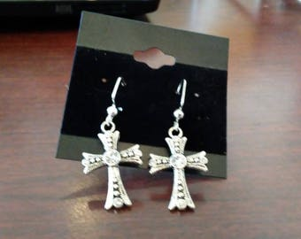 Sparkle cross earrings, hypo allergenic nickel free. Color: silver.