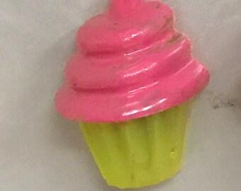 Cupcake resin magnet