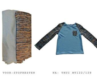True blue sweater size 122/128