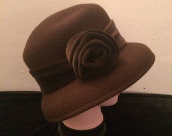 Vintage Bermona trend London Cloche style Hat (Brown) in Hat Box