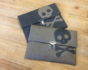 "iPad sleeve ""Skullz!"""