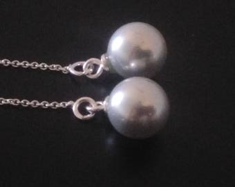 Earrings: Thin ear wire mesh and light grey mother of Pearl shell beads