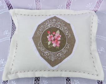 CUSHION STYLE VINTAGE, SHABBY CHIC AND CHARM *.