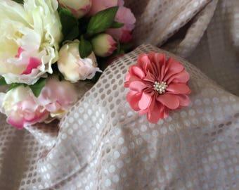 Flower 5 cm with satin stamens