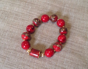Glass beads stretch bracelet red and golden metal beads