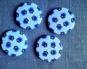 Magnets badge blue eyelet round