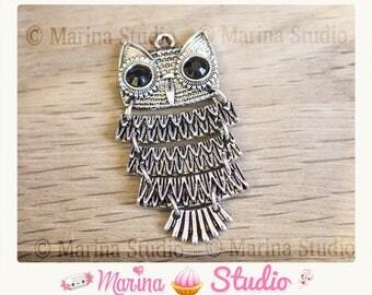 Hinged silver metal OWL pendant
