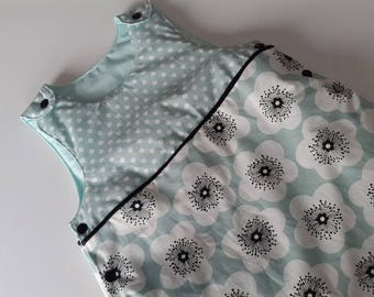 Sleeping bag sleeping bag quilted baby poppies and polka dot pattern