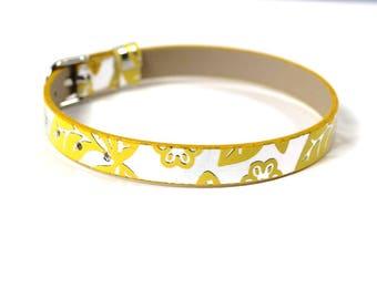 Bracelet yellow leatherette silver patterned flower