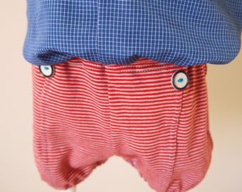 bloomers / shorts in red and grey striped jersey with 2 buttons on the front