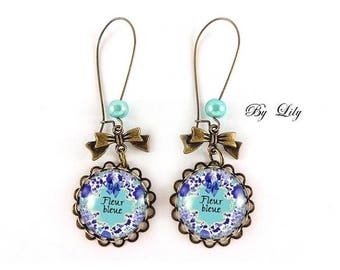 """Boucle d'oreille """" Fleur bleue """" , rétro image cabochon !"""
