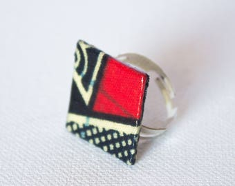 Square in red and black African fabric ring