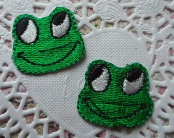 Applique green frogs on sewing or craft of 3.00 cm wide (x 2 frogs).