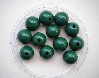 12 green 10mm resin beads