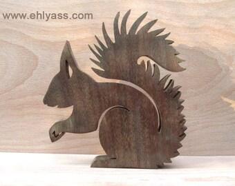 Sculpture en bois précieux Ecureuil en chantournage