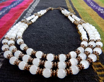 White 'cat's eyes'  beads with earrings