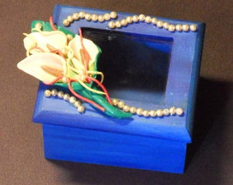 Wooden box and her lilies in polymer clay beaded