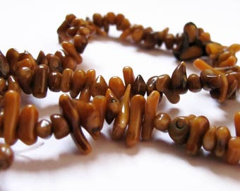 Tan and beige 42cm dyed coral chips beads strand