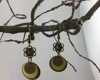 Dangle earrings, bronze and enamel sequin